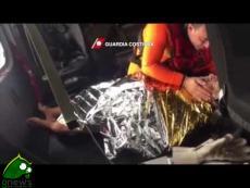 Un eleicottero della Guardia Costiera salva pescatore caduto in mare