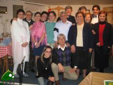 Biagio De Lorenzis (al centro in camicia), in una foto di qualche anno fa durante uno spettacolo teatrale in parrocchia