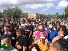 La gente sul luogo del ritrovamento del cadavere di Noemi Durini